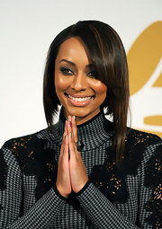 Keri was an early adopter of the inverted bob hairstyle trend. Here she rocks the look in an exaggerated asymmetric style.