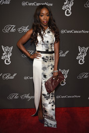 Estelle looked svelte and elegant at the Angel Ball in a monochrome column dress by Yosep Sinudarsono.