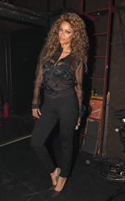 Black skinny pants with lace-up sides completed Tyra Banks' outfit.