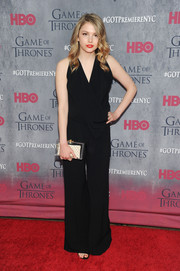 Hannah Murray sealed off her chic look with an acrylic box clutch.