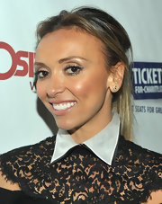 Giuliana subtly accessorizes her lace look with a pair of ivory and gold studs.