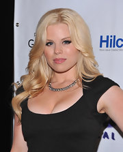 Megan Hilty arrived at the opening night of 'Ghost, The Musical' on Broadway wearing her pale blond locks in long layered waves.