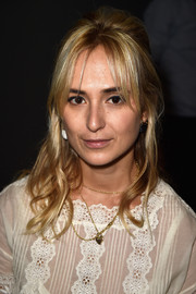 Elisabeth von Thurn und Taxis accessorized with a layered gold necklace.