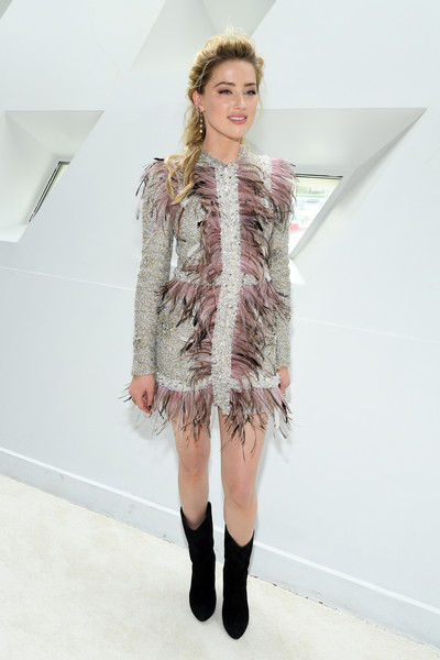 Amber Heard contrasted her frilly and feminine dress with edgy black mid-calf boots.