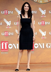 Caterina kept her shoes simple, as well, opting for classic black heeled sandals.