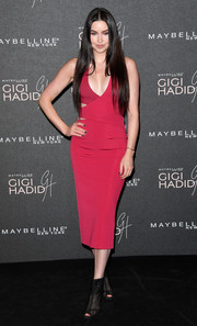 Emma Miller was sizzling-hot in a skintight raspberry cutout dress by Cushnie et Ochs at the Gigi Hadid x Maybelline party.