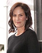 Annabeth Gish attended Gillian Anderson's Hollywood Walk of Fame ceremony wearing this short wavy hairstyle.