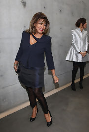 Tina Turner kept it simple but classy in black leather pumps.