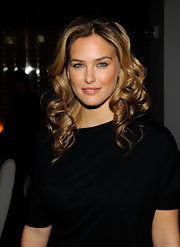 Bar Refaeli wore her hair in large spiral curls for the Giorgio Armani event in NY.