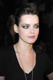 Roxanne paired her smoldering eye makeup with a voluminous ponytail.