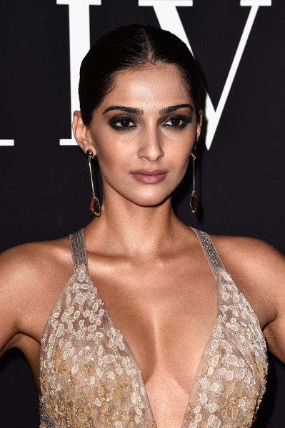 More Pics of Sonam Kapoor Smoky Eyes (1 of 4) - Beauty Lookbook - StyleBistro