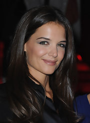 Katie Holmes opted for the sweet and demure look at the Giorgio Armani Privé couture show in Paris. She kept her makeup at a minimum with soft gray eyeshadow and groomed eyebrows.