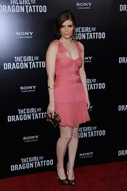 Kate Mara was solid gold at the premiere of 'The Girl With the Dragon Tattoo,' balancing her feminine frock with strong gold heels and a matching clutch.