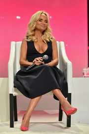 Kristin Chenoweth's pink patent pumps worked beautifully with her dress!