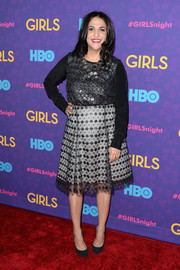 Jennifer Konner stepped out on the red carpet wearing a long-sleeve lace-overlay dress during the 'Girls' season 3 premiere.