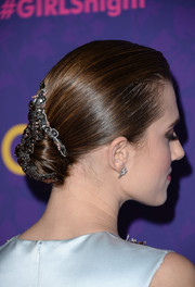 Allison Williams looked downright elegant with her sleek chignon, complete with a bejeweled clip, during the 'Girls' season 3 premiere.