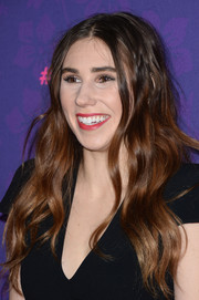 Zosia Mamet left her hair loose with boho waves during the 'Girls' season 3 premiere.