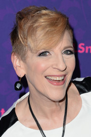 Lisa Lampanelli channeled Miley with this undercut fauxhawk during the 'Girls' season 3 premiere.