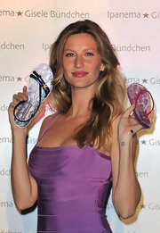 Gisele was sexy in a purple bandage dress topped off with tousled blond waves.