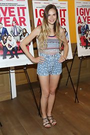Jennifer's floral denim shorts were a youthful and fun choice!