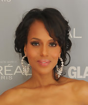 Kerry Washington accented her eyes with a pair of fabulous false lashes at the 2011 'Glamour' Women of the Year Awards.