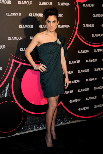 Toni Acosta showed off her glamorous beauty while attending the Glamor awards in a one-shoulder green dress.