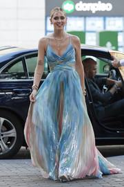Chiara Ferragni arrived for the Glamour dinner looking like a princess in a multicolored, pleated gown.