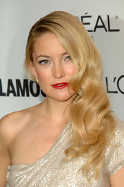 Kate Hudson channeled Old-Hollywood glamour with a touch of classic red lipstick. Her side swept retro curls were the perfect compliment to her look.