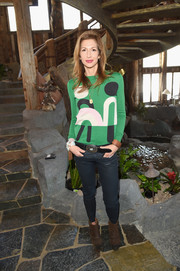 Alysia Reiner completed her outfit with a pair of brown ankle boots.