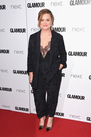 Amy Poehler sported a slouchy black pantsuit at the 2017 Glamour Women of the Year Awards.