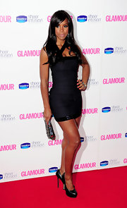 Kelly looked fabulous in a bandage-style LBD with side-swept bangs and softly waved tresses.