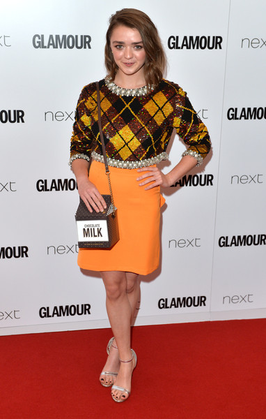 For her arm candy, Maisie Williams got a little playful with a chocolate milk carton bag by Kate Spade New York.