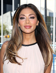 Nicole Scherzinger left her tresses loose with a center part and a bit of an undercurl when she attended the Global Goals 60 second cinema ad premiere.