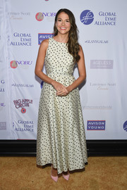Sutton Foster added a subtle pop of color with a pair of baby-pink pumps.