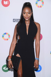 Naomi Campbell paired a woven leather clutch with a sexy cutout dress for the Global Goals Awards 2017.