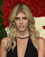 Devon Windsor looked just like a doll with her perfectly styled waves at the God's Love We Deliver, Golden Heart Awards.