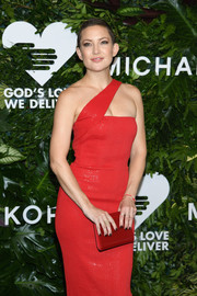 Kate Hudson matched a red Jimmy Choo Candy clutch with a one-shoulder dress for the Golden Heart Awards.