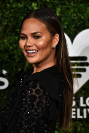 Chrissy Teigen kept it minimal with this straight center-parted hairstyle at the God's Love We Deliver, Golden Heart Awards.