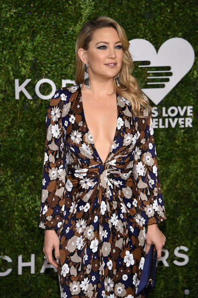 More Pics of Kate Hudson Satin Clutch (1 of 23) - Clutches Lookbook - StyleBistro [clothing,fashion,dress,premiere,fashion model,long hair,outerwear,brown hair,red carpet,carpet,god,kate hudson,golden heart awards,we deliver golden heart awards,love,new york city]