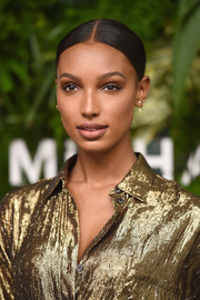 Jasmine Tookes sported a slicked-down, center-parted bun at the Golden Heart Awards.