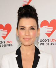 Julianna Margulies looked diva-ish with her voluminous top knot during the Golden Heart Awards.