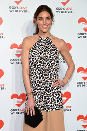 Hilary Rhoda accessorized with a clamshell-shaped black velvet clutch when she attended the Golden Heart Awards.