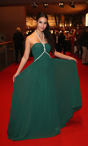 Sila Sahin chose a simple but lovely green halter gown for the Goldene Henne Awards.