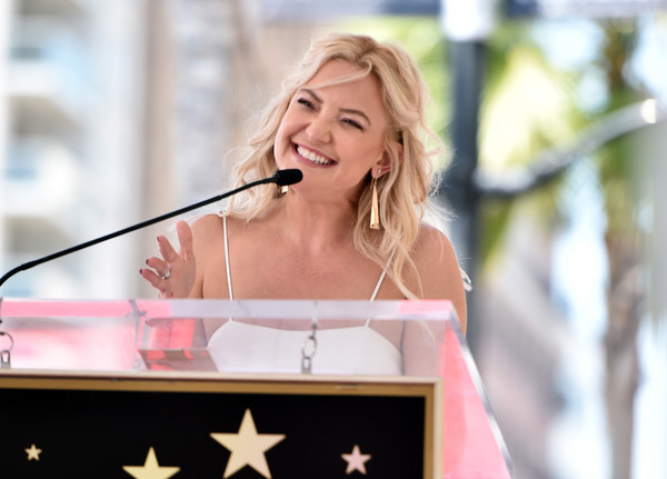 More Pics of Kate Hudson Gold Dangle Earrings (1 of 9) - Kate Hudson Lookbook - StyleBistro [pink,speech,public speaking,microphone,blond,event,singing,orator,singer,ceremony,double star ceremony,double star ceremony,hollywood walk of fame,california,kurt russell,goldie hawn,kate hudson]