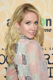 Anna Camp looked fab with her beachy blonde waves at the New York screening of 'Good Girls Revolt.'