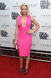 Ari Graynor finished off her sexy hot pink sheath with even sexier black strappy high-heeled sandals.