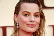 Margot Robbie Bright Eyeshadow