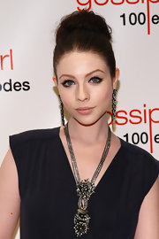 Michelle Trachtenberg wore her hair in a large, loose bun at the 'Gossip Girl' 100th episode celebration.