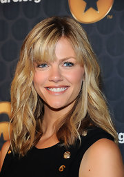 Brooklyn Decker attended a press conference wearing her layered locks in beachy waves with lash-length bangs.