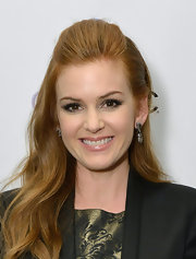 Isla Fisher looked cool and contemporary with this half up, half down 'do with a slight tease at the crown.